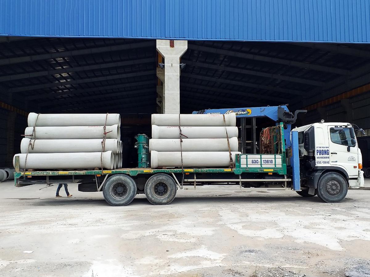Vận chuyển hàng hóa, vật tư công trình bằng xe tải cẩu – Thuận Thành Phong Tiền Giang