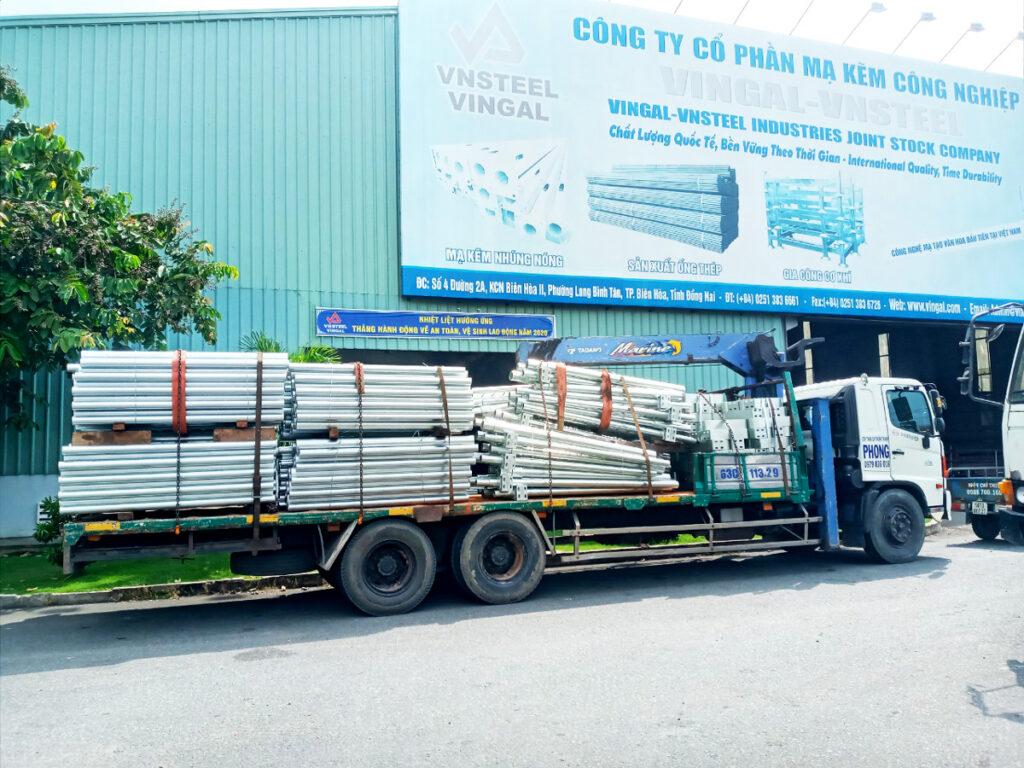 vận chuyển vật tư công trình - sắt thép