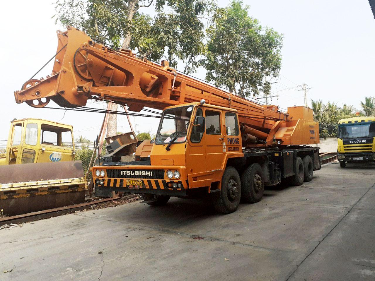Xe cẩu chuyên dụng 80 tấn tại Cty Thuận Thành Phong